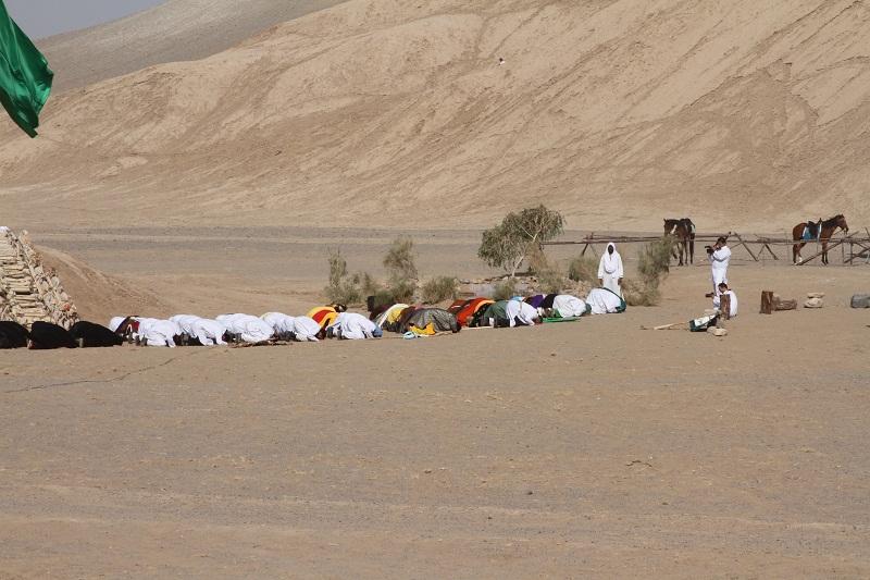 همایش ملی بازسازی واقعه ی غدیر صبح امروز در دشت کویر شهرستان آران بیدگل برگزار شد.
