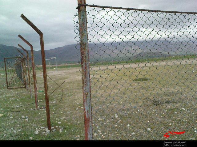 بلاتکلیفی 26 ساله یک زمین فوتبال در دلقان + تصاویر