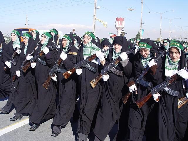خواهران بسیجی با تاسی از حضرت زهرا(س) پشتوانه ای محکم برای نظام اسلامی اند