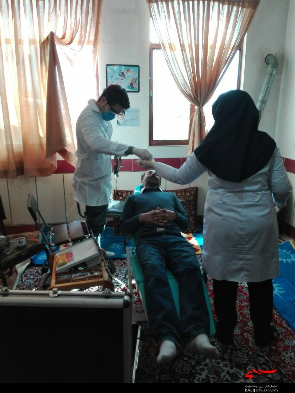 خدمات دندانپزشکی رایگان گروه جهادی فاطمه الزهرا(س) در روستای احمد آباد مصدق