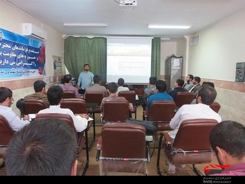 16 کاربر پایگاه های حوزه شهید ورزنده در کارگاه آموزشی شباب شرکت کردند