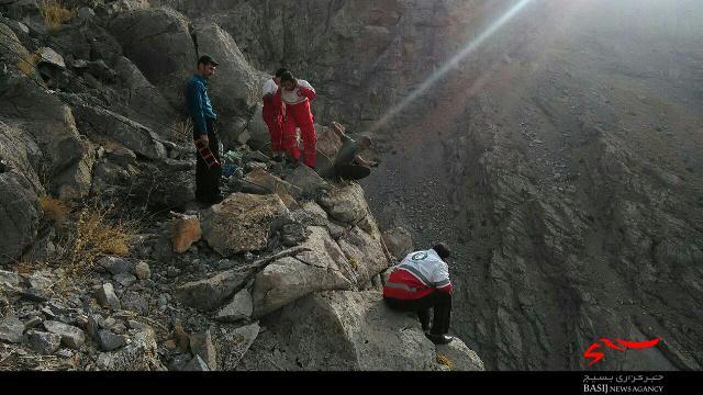 نجات جان جوان دلفانی گرفتار در پرتگاه 300 متری+تصاویر