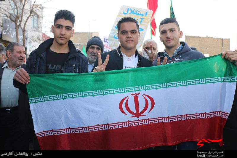 حضور نسل سوم و چهارم انقلاب در یوم الله 22 بهمن