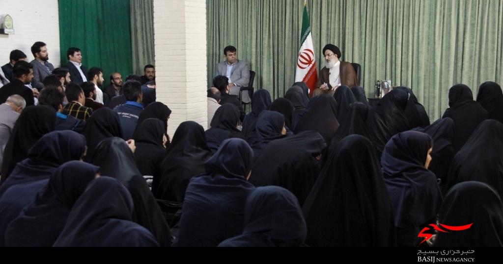 نیازهای فرهنگی و وزرشی جوانان البرزی فراهم شود