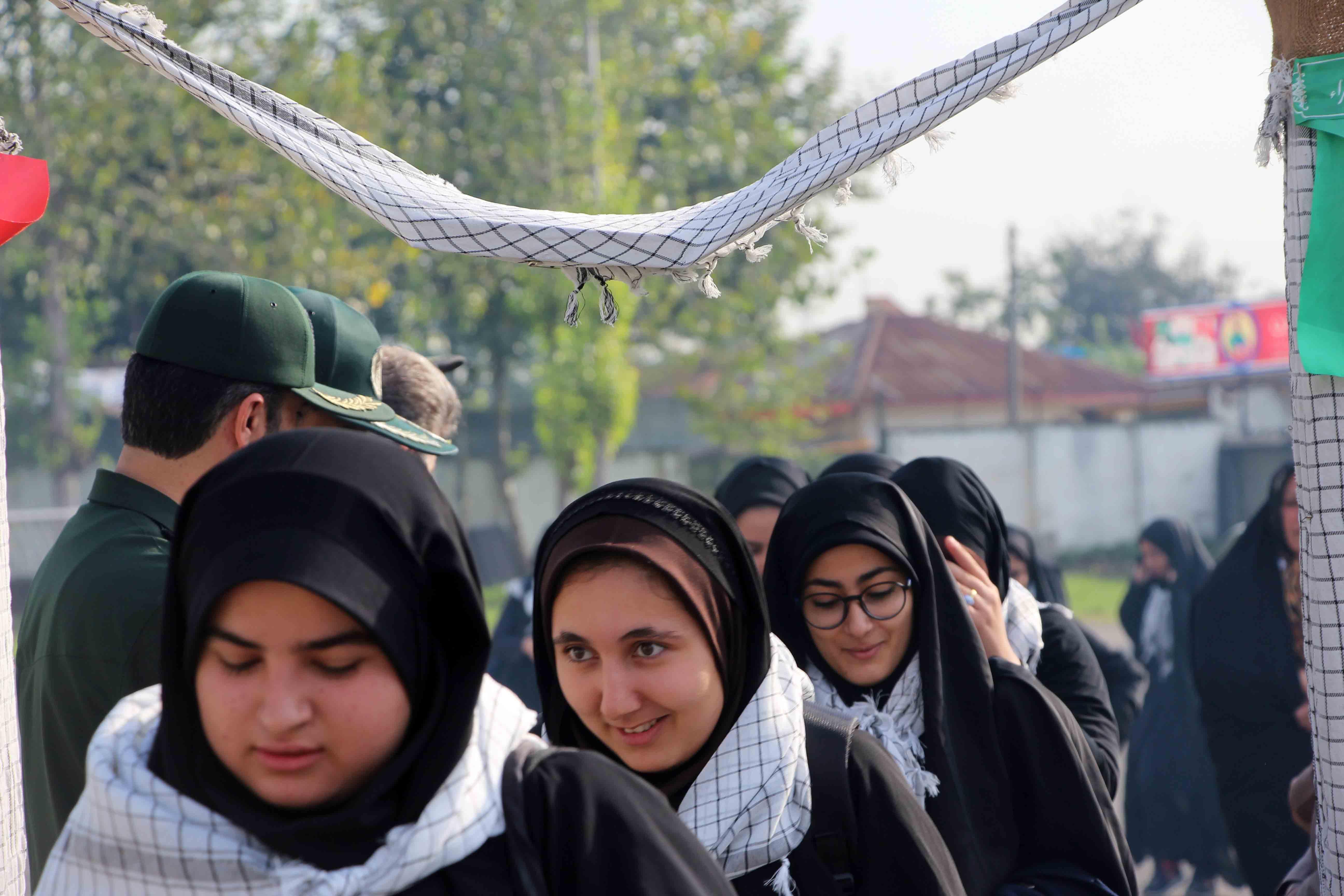 اعزام 135 نفر از دانش آموزان دختر فومنی به مناطق عملیاتی غرب کشور+تصاویر