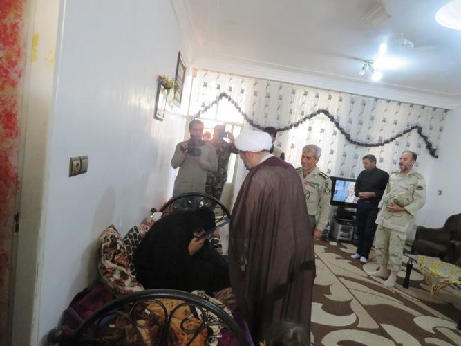 سرهنگ شاکرمی و سردار یاری با خانواده شهدا دیدار کردند