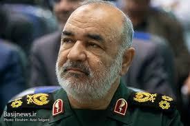 سپاه و بسیج تا آخرین لحظه در کنار مردم زلزله زده سی سخت می مانند