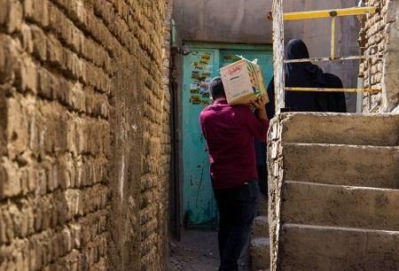 پخش بسته های معیشتی در بین نیازمندان