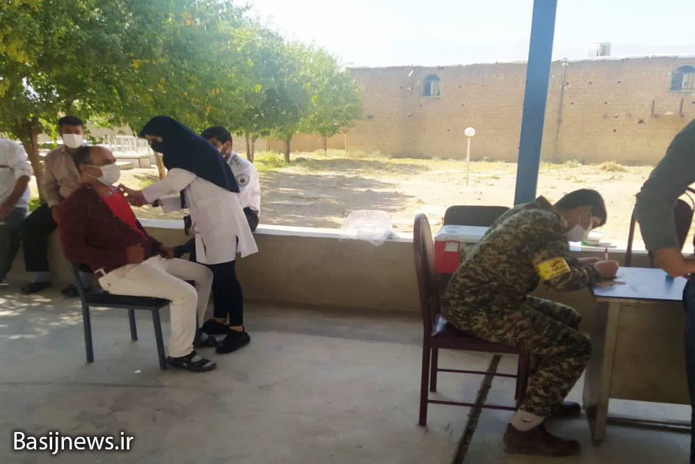 واکسیناسیون روستاییان با اعزام اکیپ سیار و مشارکت بسیجیان