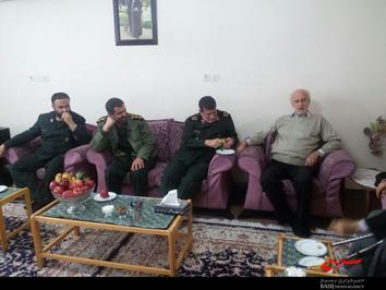 دیدار سردار استادحسینی بهمراه بنیاد شهید به پدر شهید بسیجی صالحی