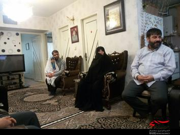 دیدار سردار علی استادحسینی بهمراه بنیاد شهید به مادر شهید نوری مقدم